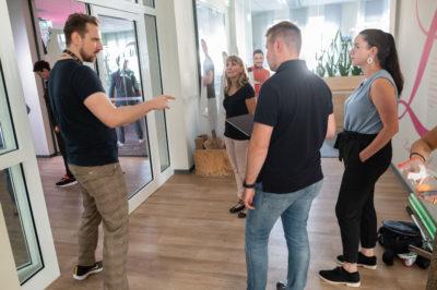 Briefing der Komparsen aus dem Leipzig-Media-Team